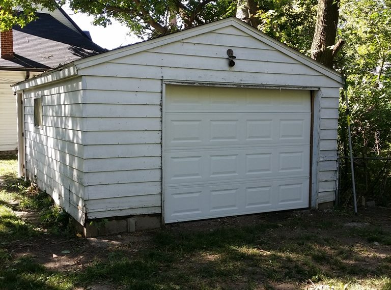 homes for rent Indianapolis 3433 Graceland garage