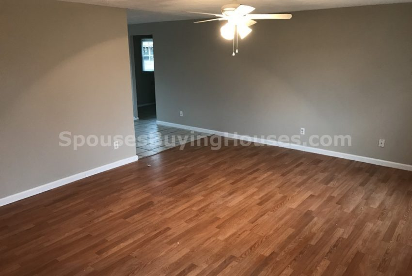sell my house fast Indianapolis Living Room