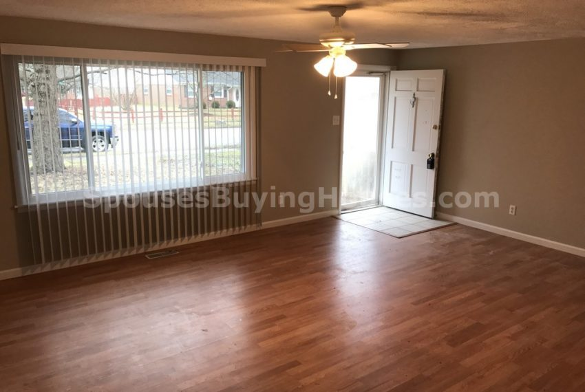 Sell my home fast Indianapolis living Room
