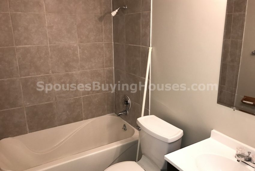 Indianapolis houses for rent Bathroom