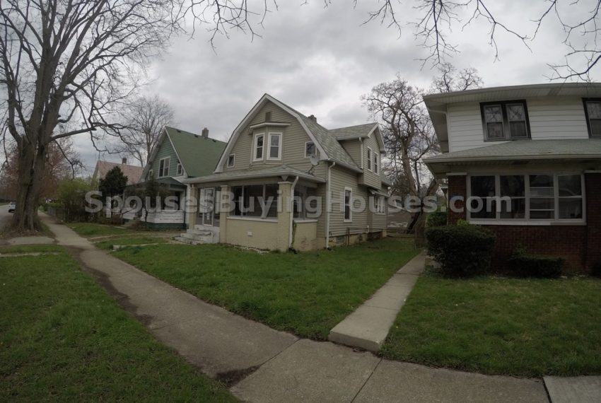 we buy houses Indianapolis side exterior
