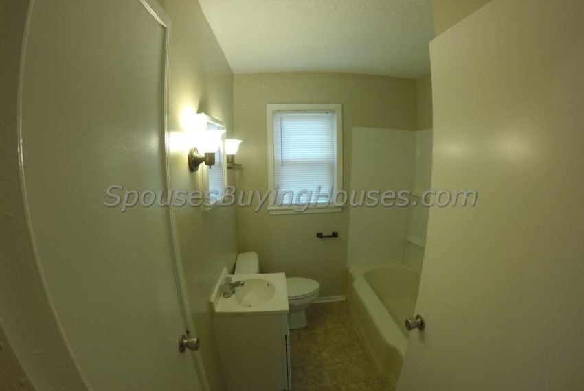 we buy houses for cash Indianapolis Bathroom